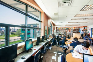 Biblioteca en Bodwell High School