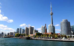 Estuda em Toronto